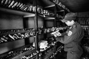 Un magazzino della polizia con armi sequestrate alle gang o usate in omicidi e crimini vari. Ci sono moltissimi depositi come questo a Tegucigalpa nella speranza che queste armi prima o poi possano essere usate come prove in un processo. (Sean Sutton/Panos Pictures for The Washington Post)
